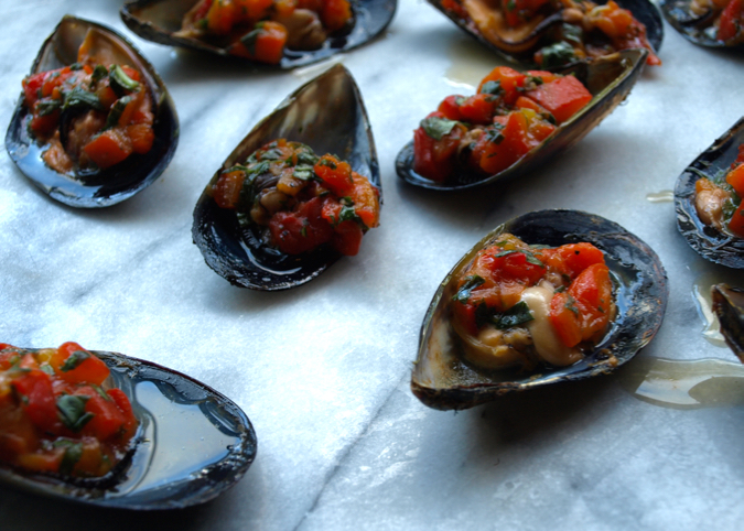 grilled mussels with capsicum and basil salsa and smoked paprika